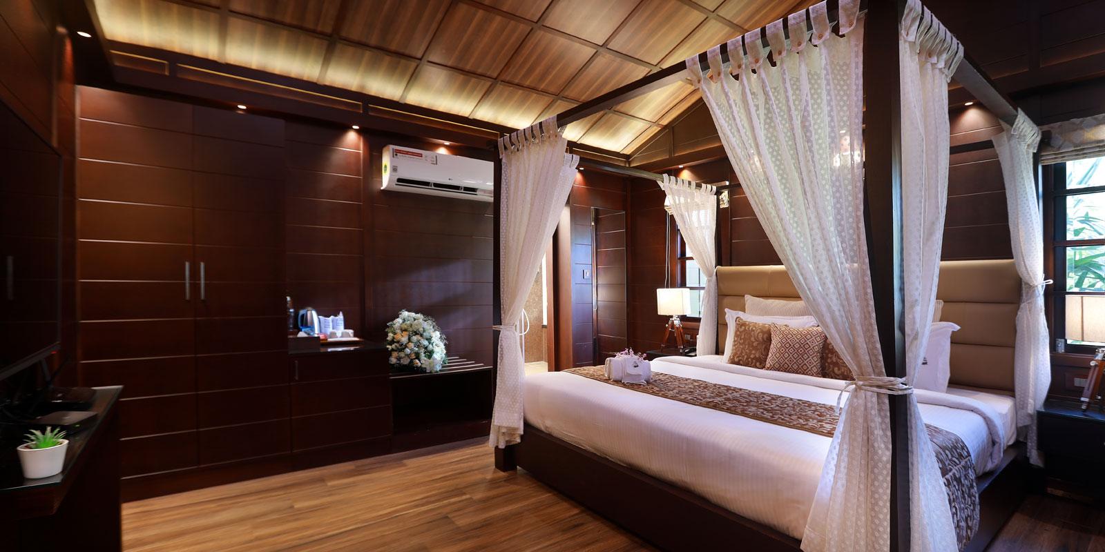 Wooden-Jaccuzzi-suite-default