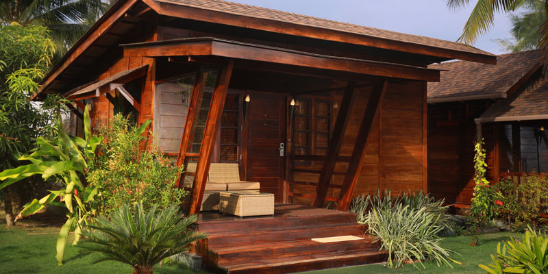 Wooden-cottage-with-jaccuzzi